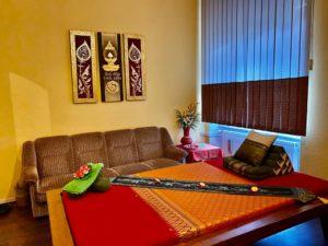 Massagebett und Couch
